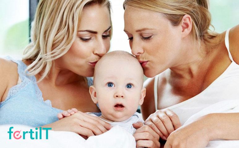 pareja de mujeres con bebé producto del método ROPA