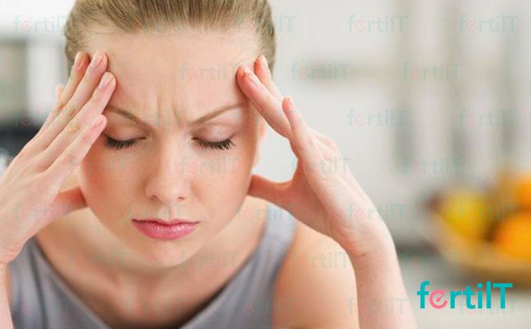 mujer que presenta síntomas de prolactina alta
